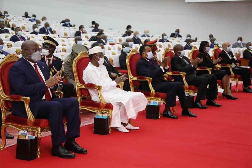 Les Présidents et Ministres Présents au Colloque International
